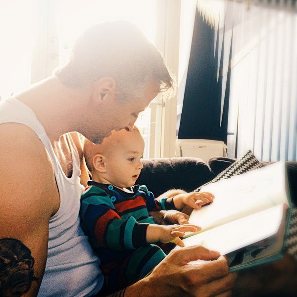 Dad sharing book with child attachment theory