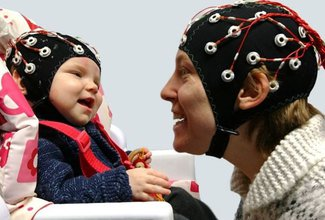 How eye contact helps babies learn language